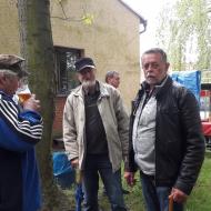 Pohled na účastníky oslav 1. máje ve Dnešicích