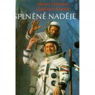 Obálka knihy o kosmickém letu Vladimíra Remka z roku 1978