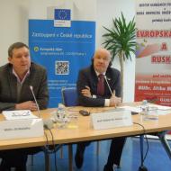 Poslanec Evropského parlamentu za KSČM MUDr. Jiří Maštálka vlevo na fotografii. (fotografie je z jiné akce)