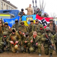Vojenská jednotka bataluionu AZOV, která je dnes součástí ukrajinské státní armády s fašistickým praporem