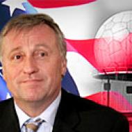 Premiér Topolánek jako aktivní prosazovatel vybudování USA rada v Brdech u umístění USA vojsk na území v ČR
