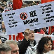 Fotografie z demonstrace v Praze proti umístění amerického radaru v Brdech