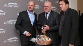 Vlevo hejtman Bernard, uprostřed bývalý olympionik Kůrka, vpravo náměstek hejtmana Gruner